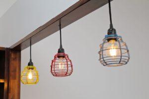 Jak oszczędzić na oświetleniu mieszkaniu