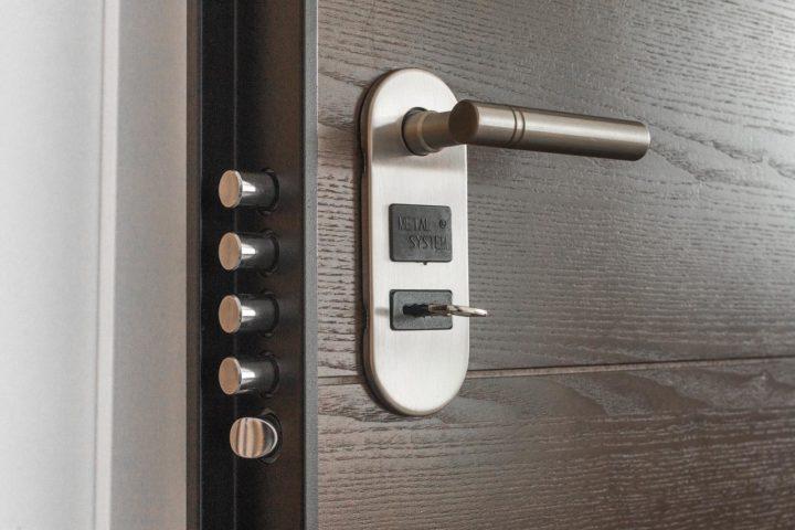 Funkcjonalne drzwi do domu