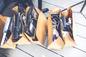 W co sklepy pakują towar?