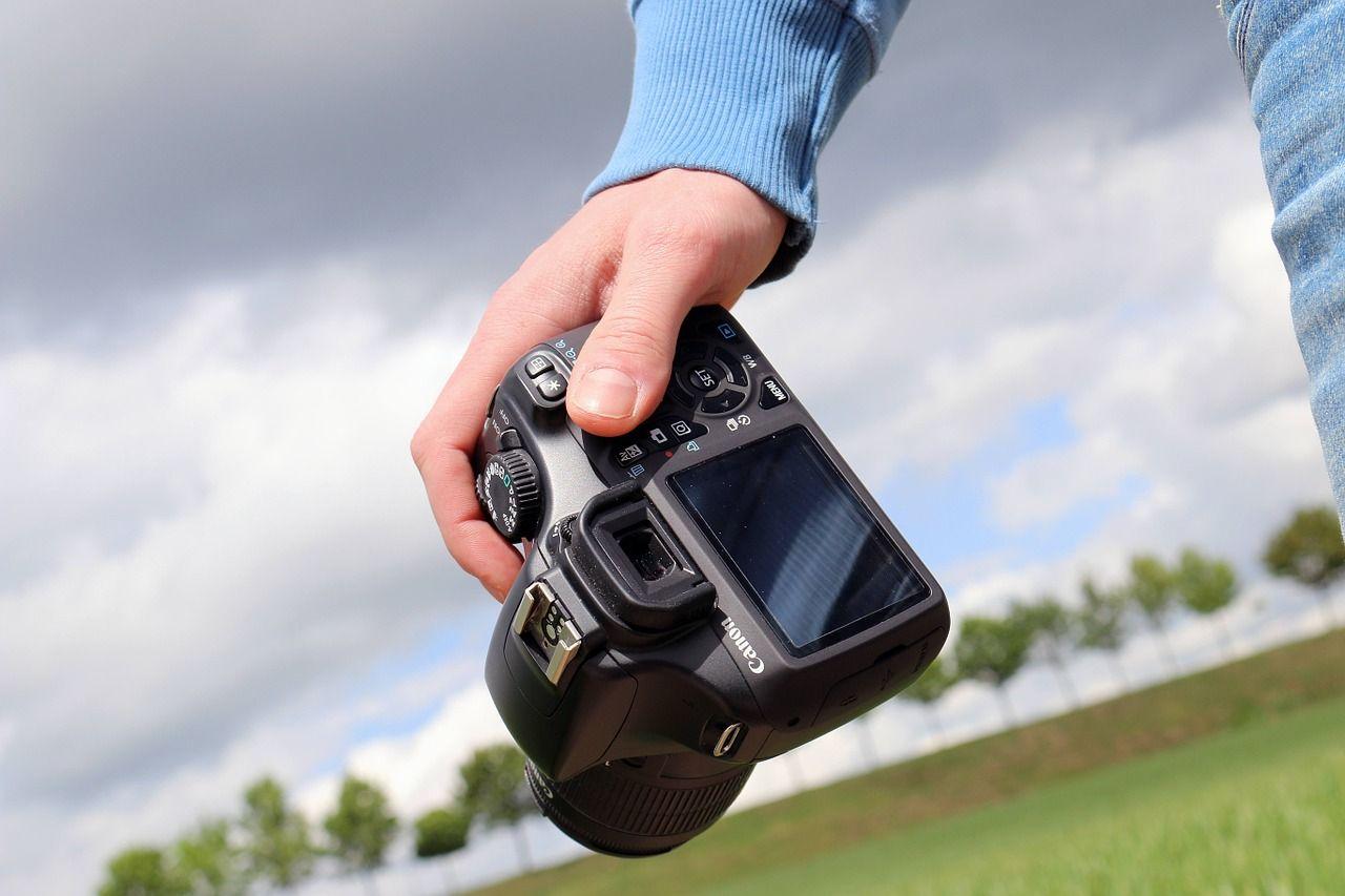 Co oferują ślubni fotografowie?