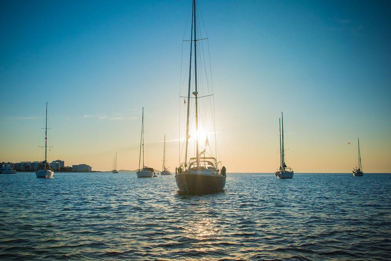 Dlaczego warto wynająć jacht?