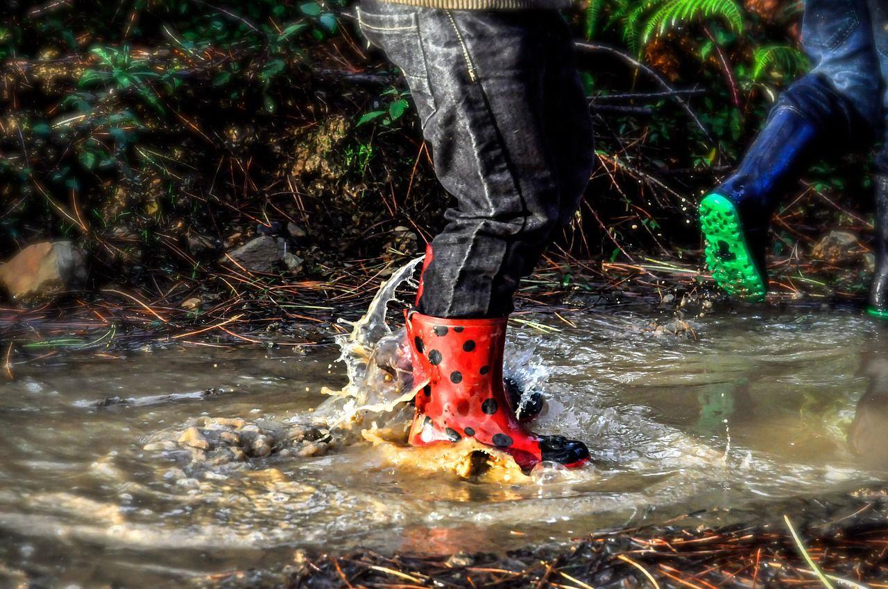 Krzykliwe kolory stylizacji? Jak przełamać monotonię ubioru za sprawą samego obuwia?