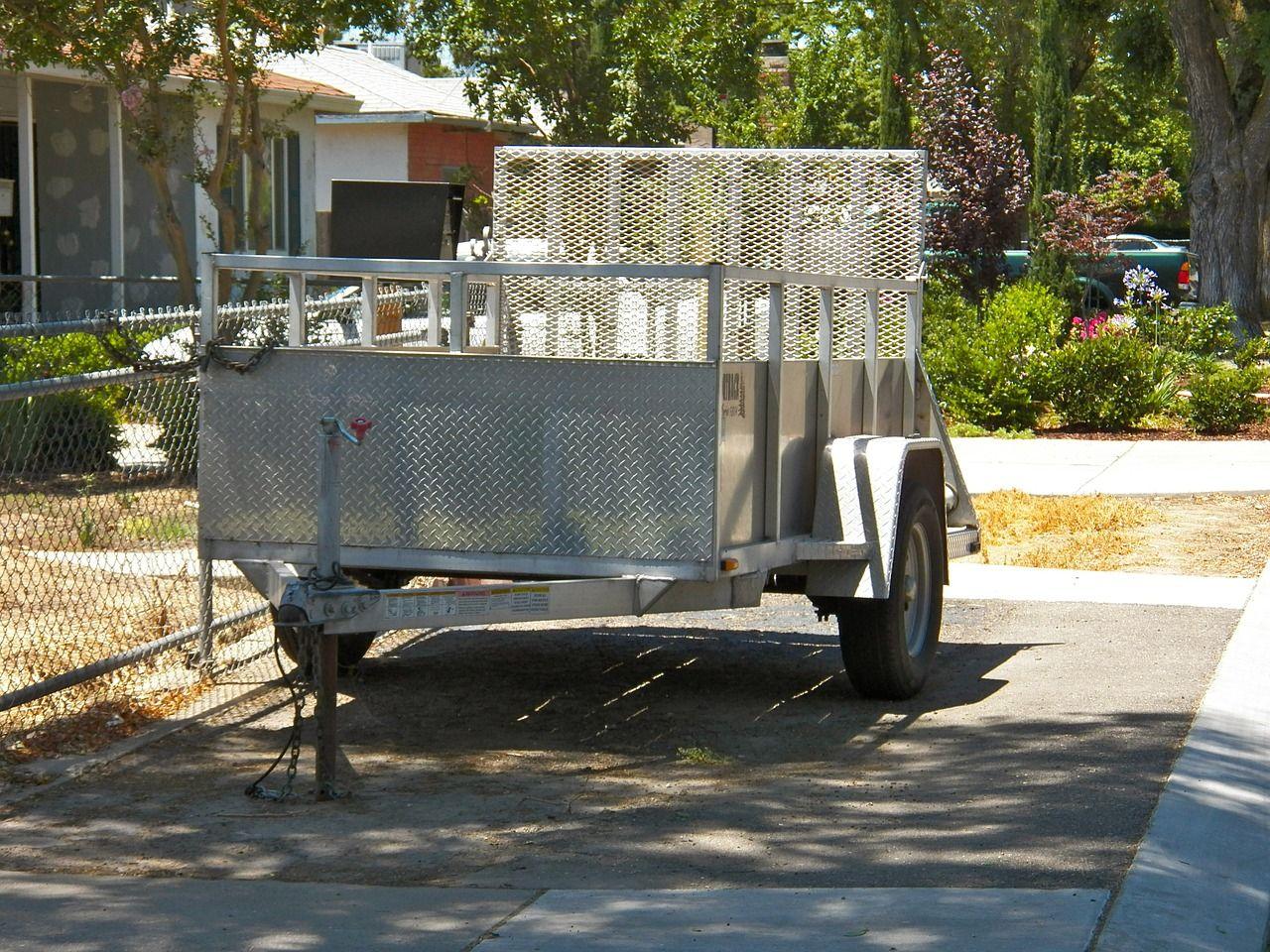 Jak dobrać przyczepę samochodową do rodzaju przewożonego towaru?