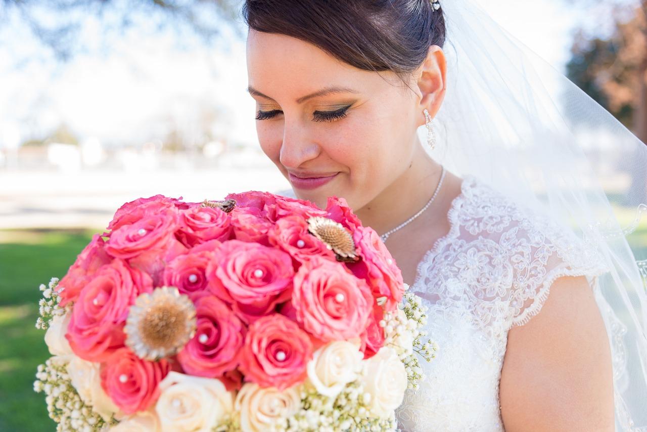 Jak poprawić wygląd podczas uroczystości weselnej za pomocą drobnego akcentu