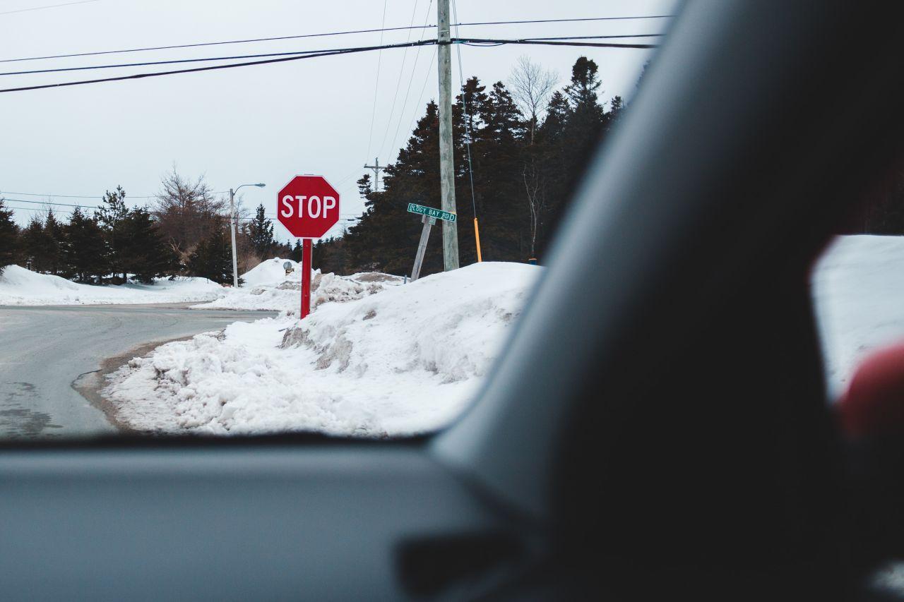 Jakiego typu oznakowanie można wyróżnić na drodze?