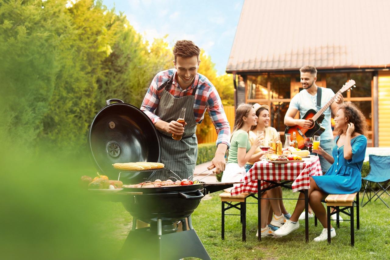 Organizacja własnej imprezy w ogrodzie – niezbędne akcesoria i wyposażenie