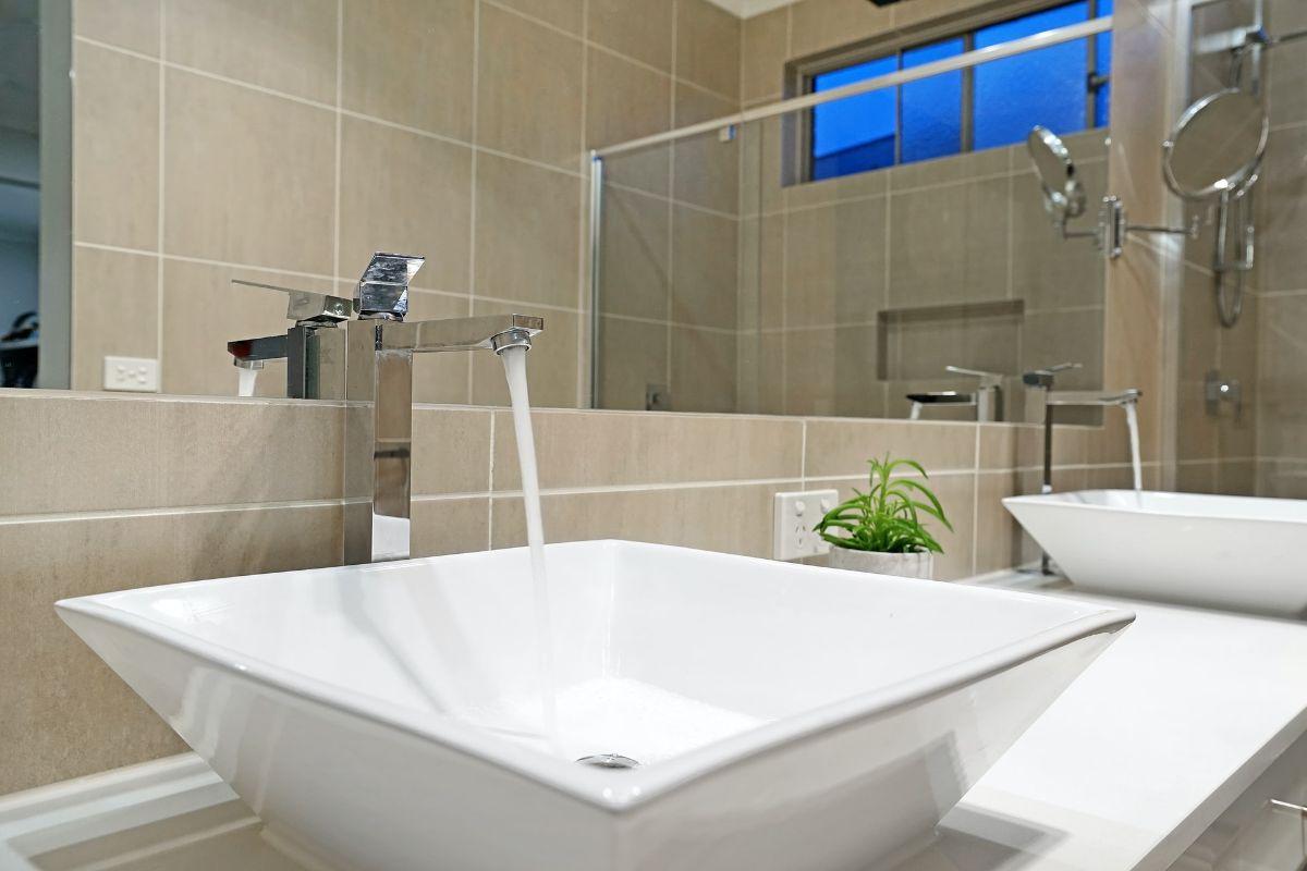 Podstawowe elementy wyposażenia i wystroju łazienki