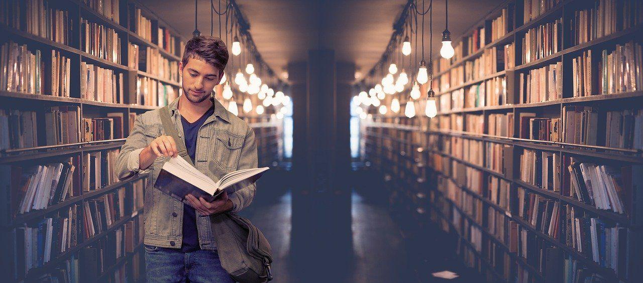 Jak napisać pracę dyplomową? Podstawowe kwestie jakie powinna spełnić