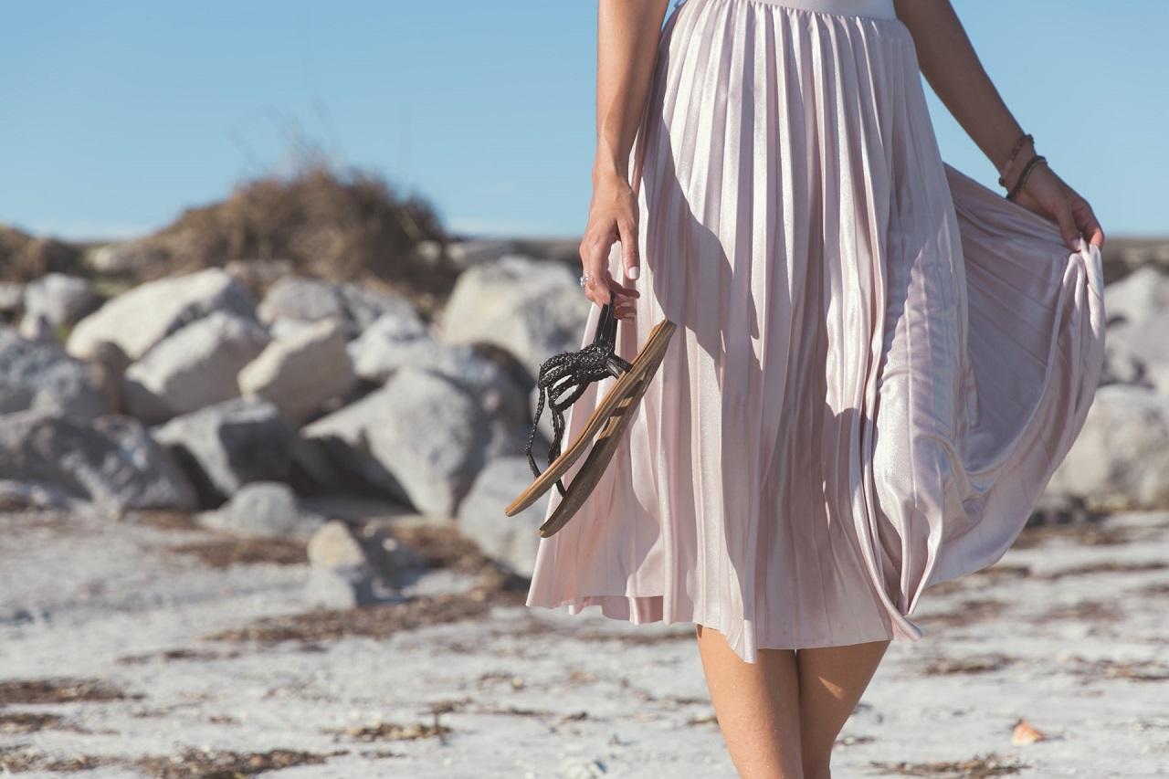 Jakie obuwie dobrze się sprawdzi podczas letnich upałów?