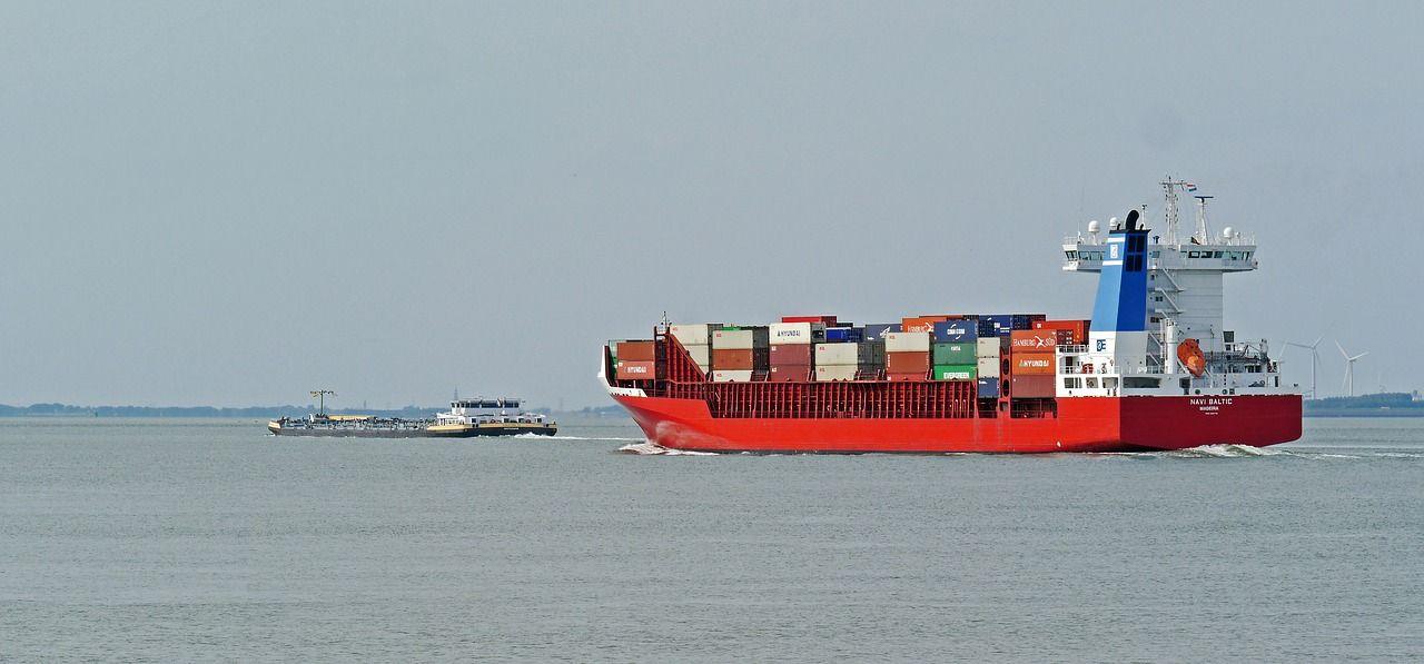 Transport morski czy lotniczy? Co wybrać?