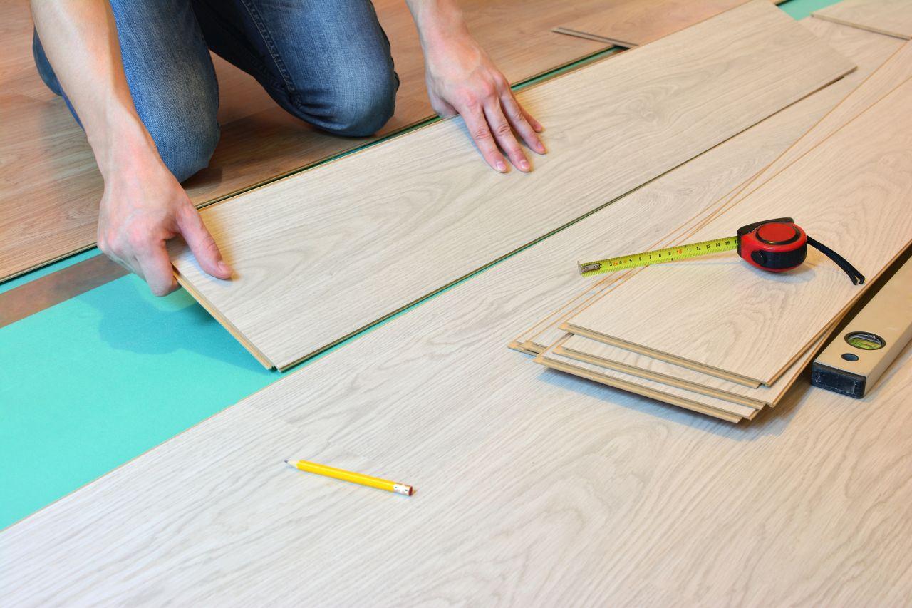 Układanie paneli – jak się do tego przygotować?
