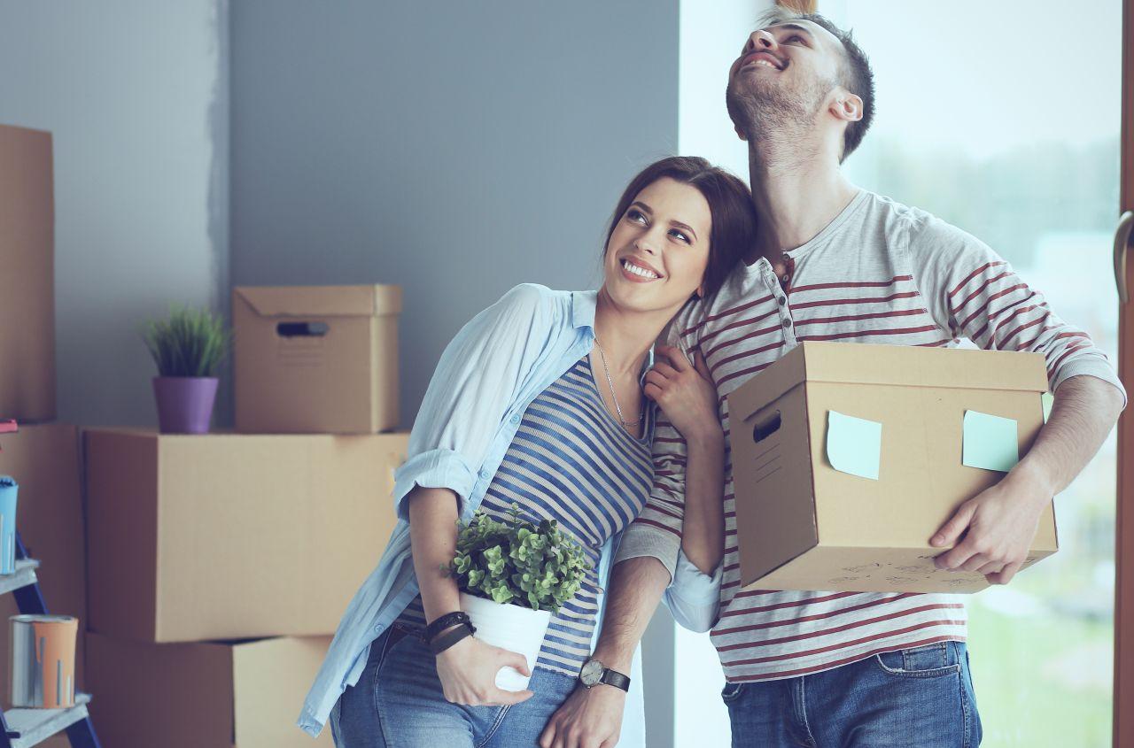 Zmiana mieszkania – kto może nam pomóc w skręceniu nowych mebli?