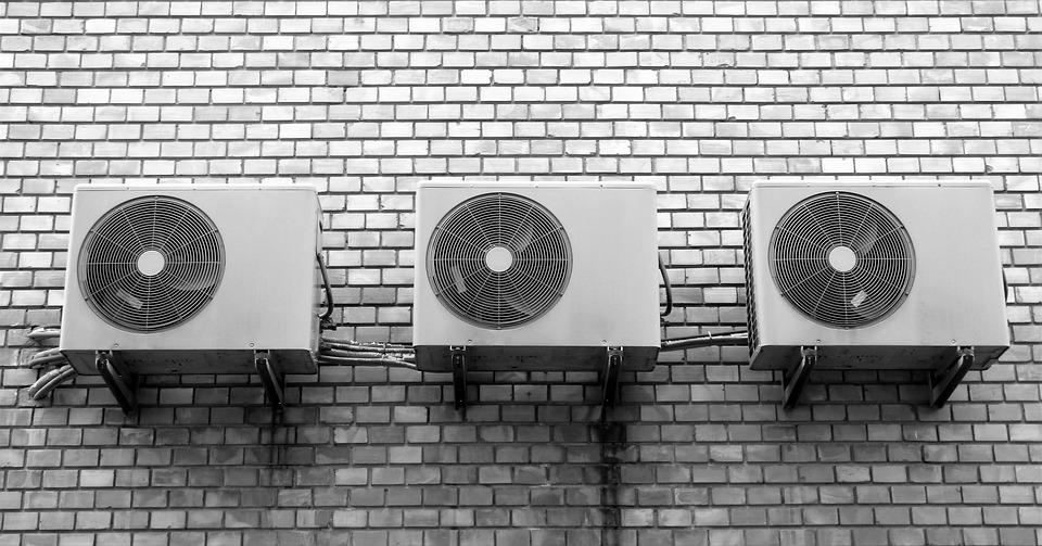 W jaki pomieszczeniach w miejscu pracy powinna być umieszczona klimatyzacja?