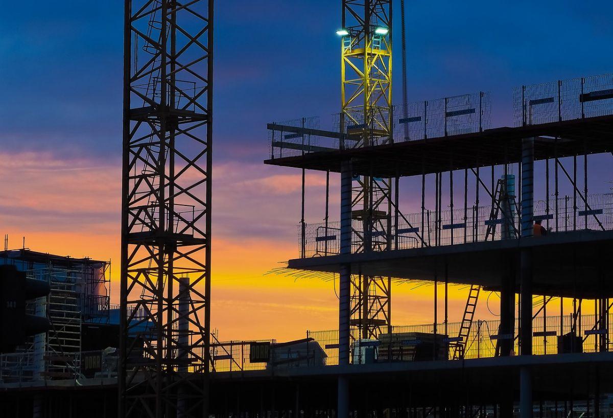 Budowa obiektu handlowego – czym kierować się podczas wyboru wykonawcy?