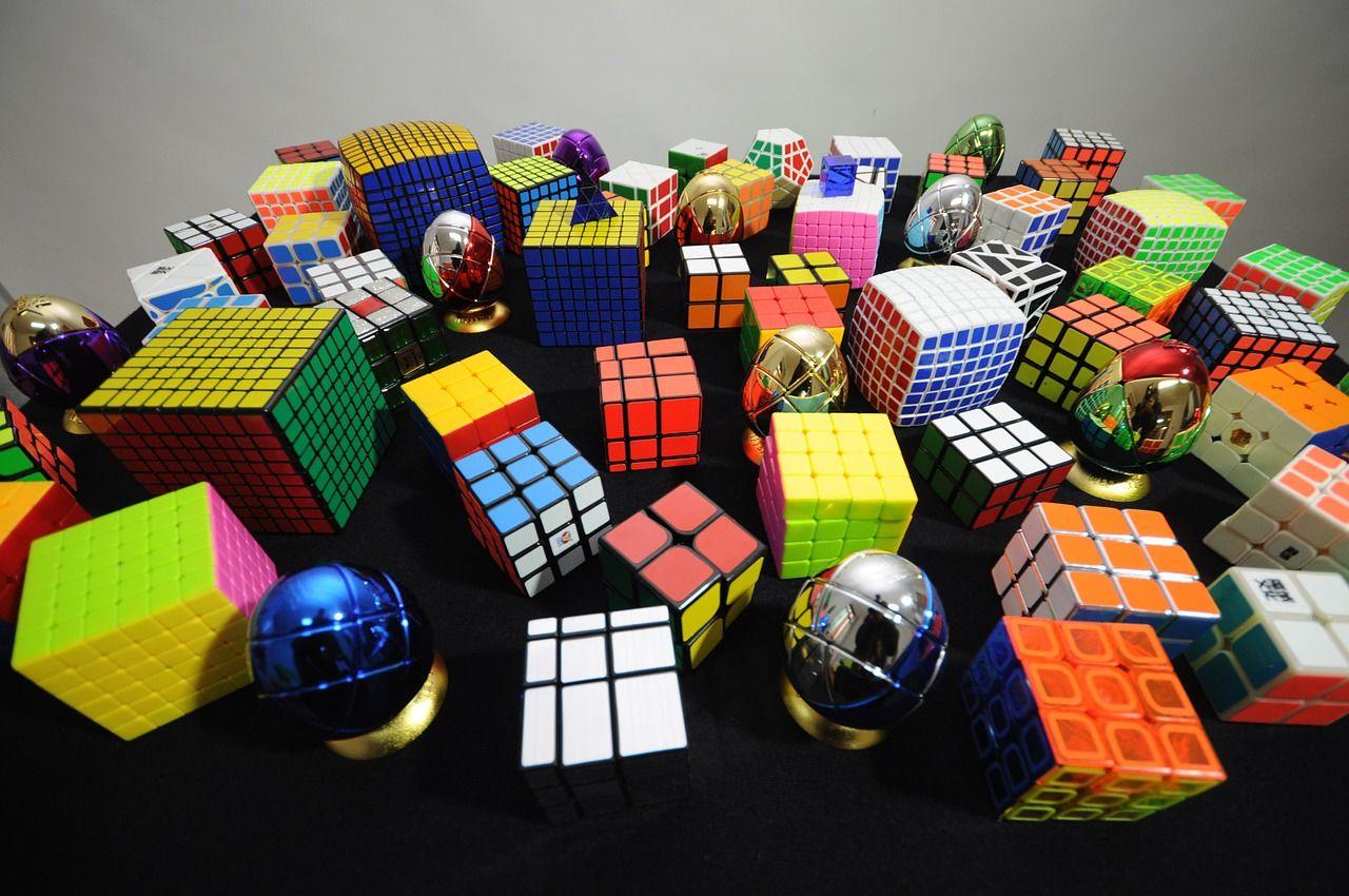 Jak znaleźć idealną kostkę Rubika dla profesjonalisty – czym musi się charakteryzować?