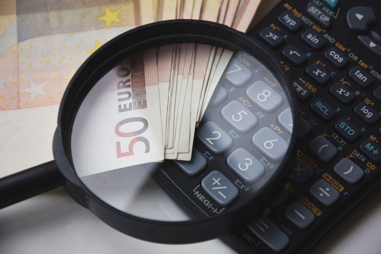 Jak przedsiębiorcy mogą znaleźć korzystną ofertę kredytową na wzięcie nowego samochodu?