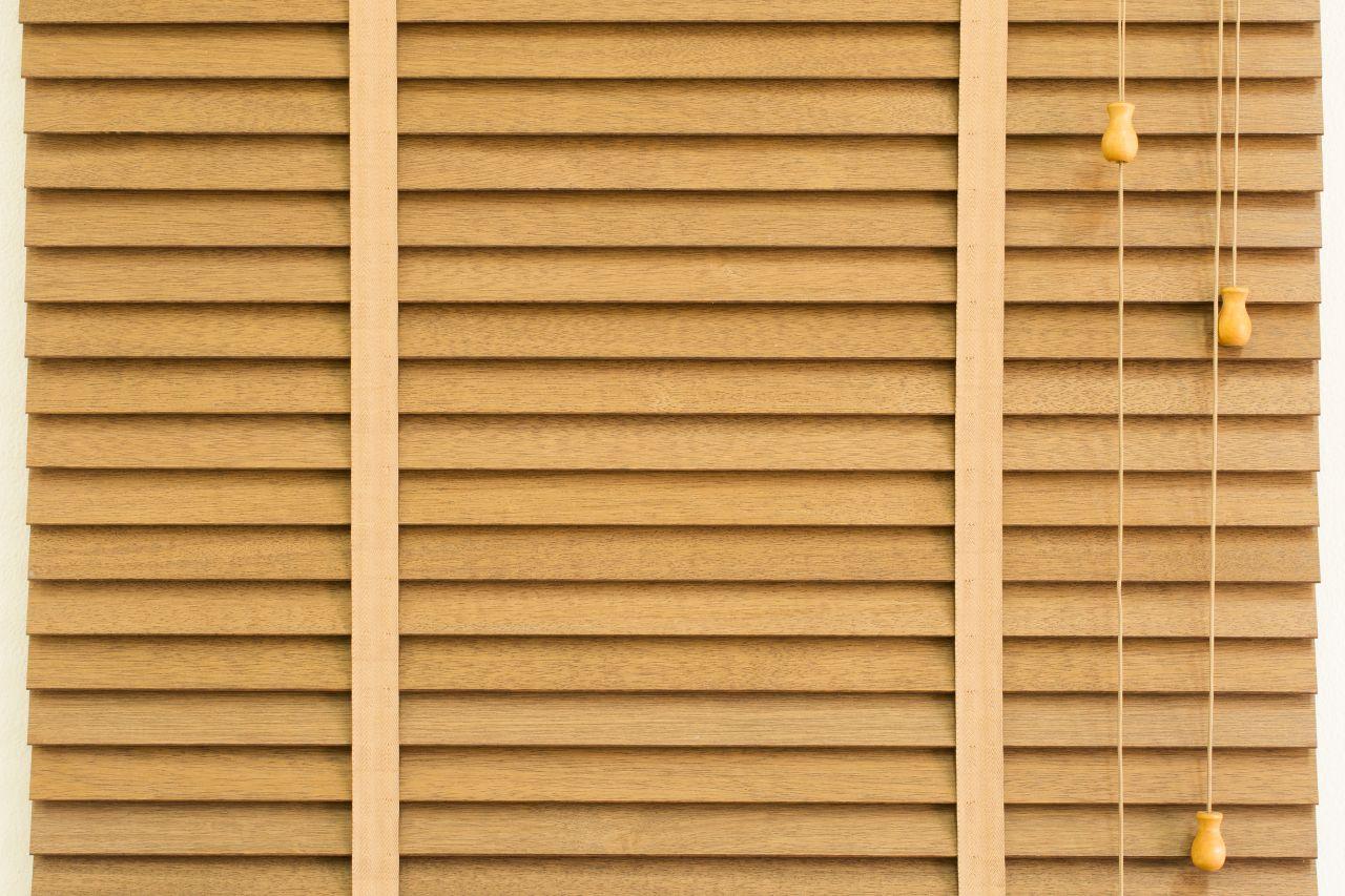 Rodzaje żaluzji, które warto rozważyć podczas aranżacji domu